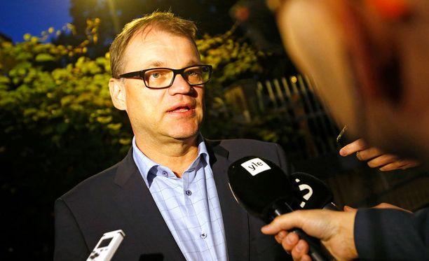 Sipilän mukaan olisi tärkeää, että turvapaikanhakijat saataisiin mahdollisimman nopeasti töihin, sillä sitä nopeammin he myös kotoutuisivat Suomeen.