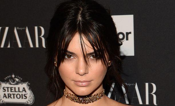 Kendall Jenner oli niin ikään Pariisissa siskonsa Kim Kardashianin jouduttua aseellisen ryöstön kohteeksi.
