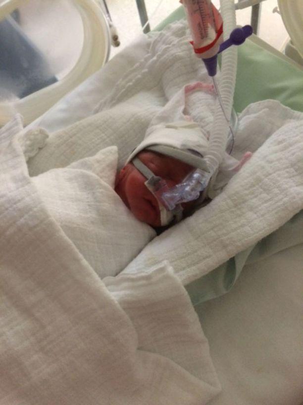 Eemi syntyi tammikuisena aamuyönä. Hänen laskettu aikansa olisi ollut kolme kuukautta myöhemmin huhtikuussa.
