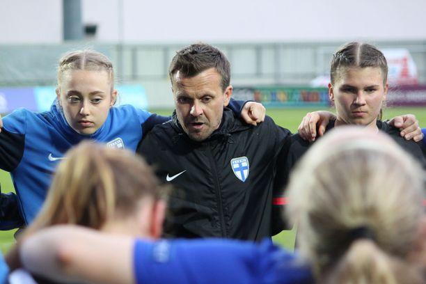 Marko Salorannan luotsaamat alle 17-vuotiaat ovat ikäluokassa Suomen ensimmäinen MM-joukkue 15 vuoteen - ja tytöissä kaikkien aikojen ensimmäinen.