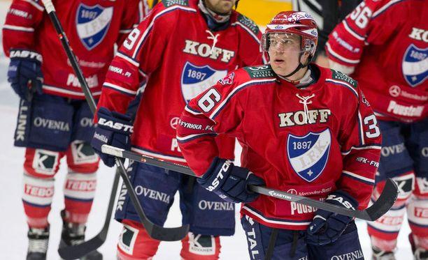 HIFK:n Teemu Ramstedtin oma numero on 46, mutta hän syötti maalin numerolla 36.