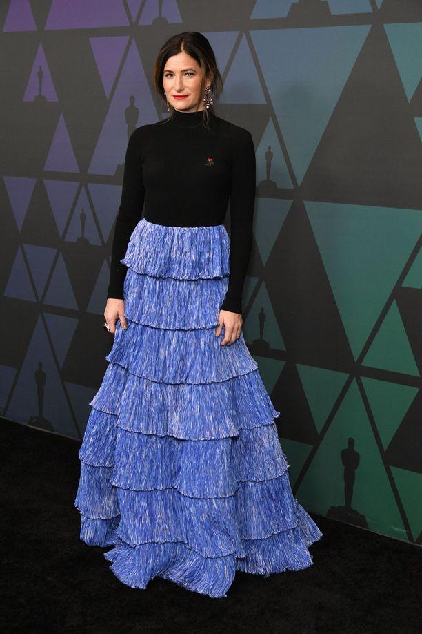 Näyttelijä Kathryn Hahnin kampauksessa eteen on jätetty jopa palkkimaisen paksut suortuvat.