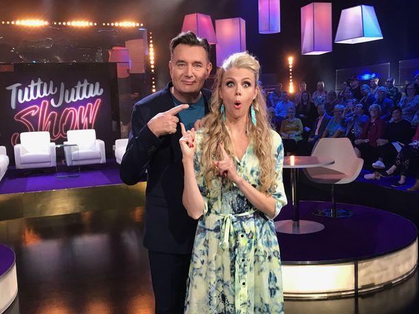 Timo Koivusalo ja Susanna Laine ovat löytäneet yhteisen sävelen kuvauksissa.