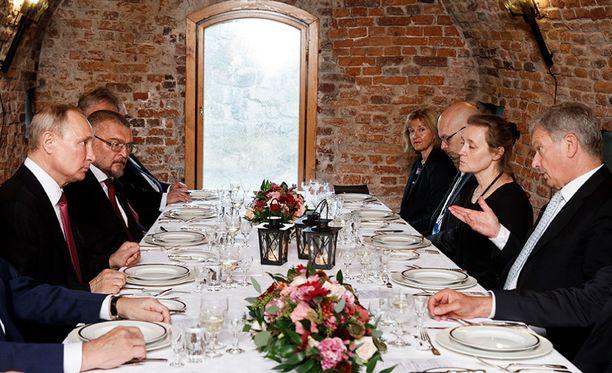 Vladimir Putin ja Sauli Niinistö viihtyivät illallisella Walhallassa parisen tuntia keskiviikkona ja nauttivat useamman ruokalajin kokonaisuuden.