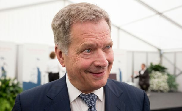 Vesa Vuorinen sai presidentti Sauli Niinistön myöntämän hengenpelastusmitalin.