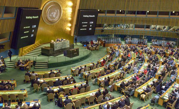 YK:n äänestystulos oli nöyryyttävä presidentti Donald Trumpille. 128 maata tuomitsi lähestystön siirron Jerusalemiin, vain yhdeksän maata tuki päätöstä. 35 maata pidättäytyi äänestämästä.