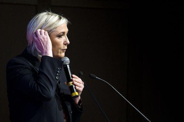 Marine Le Pen haluaa frangin takaisin ja Ranskan ulos EU:sta.