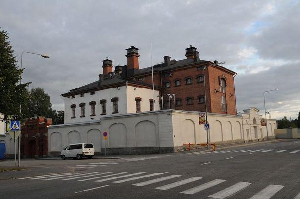 Vuorokausi suljetussa vankilassa maksoi viime vuonna 200 euroa vankia kohden. Kuvassa Mikkelin vankila.