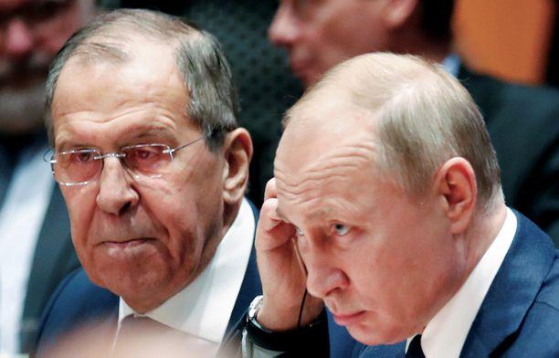 Martti J. Kari muistuttaa, että Venäjän toimintaa Suomeen liittyen ohjaa maan luoteissuunnan turvallisuus, jolle Suomi ja Ruotsi tuottavat uhkaa. Kuvassa Venäjän ulkoministeri Sergei Lavrov ja presidentti Vladimir Putin.