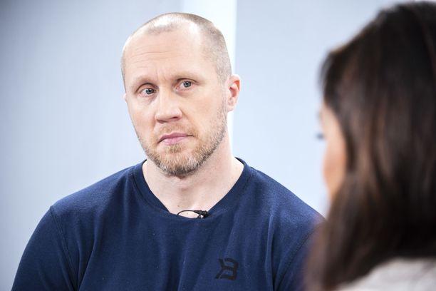– Sanoin, että mä en jaksa tätä, että nyt loppui, Hannes Hyvönen kertoo Sensuroimattomassa Päivärinnassa.