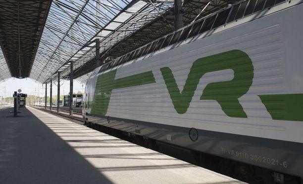 Junaliikenne ympäri Suomea on myöhässä. Kuvituskuva.