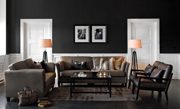 Toimivassa huoneessa huonekalut on sijoitettu ryhmiin ja valoa tulee useammasta eri valonlähteestä.