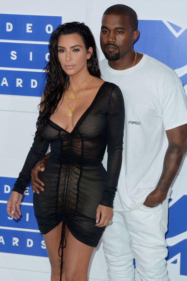 Kanye West ja Kim Kardashian avioituivat vuonna 2014. Pariskunta oli pitkään ystäviä ennen rakkauden syttymistä.