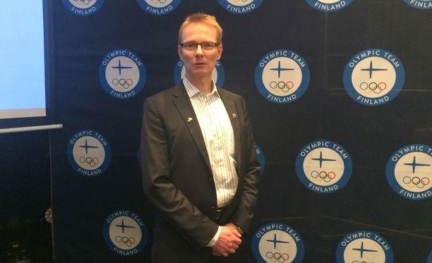 Tomi Rantamäki kertoi Helsingissä paricurlingjoukkueen salaisesta apuvälineestä sen, mitä siitä voi kertoa.