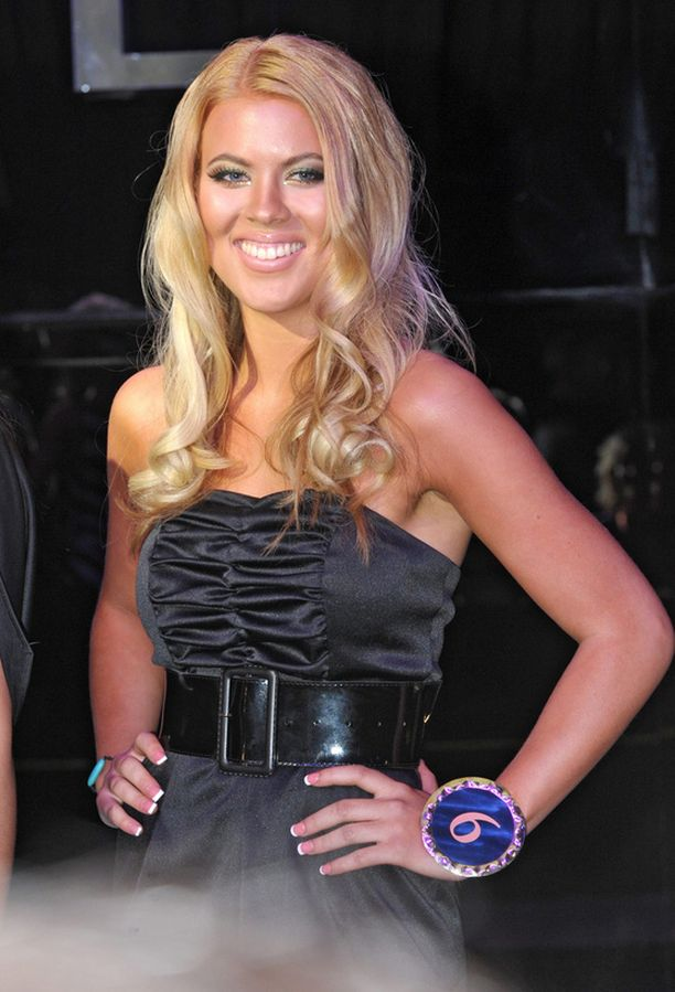 Oona osallistui Miss Helsinki -kisaan vuonna 2009.