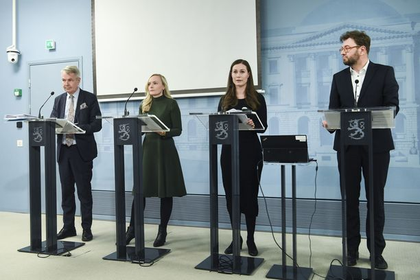 Ministerit Haavisto, Ohisalo, Marin ja Harakka maaliskuisessa koronavirustiedotustilaisuudessa.