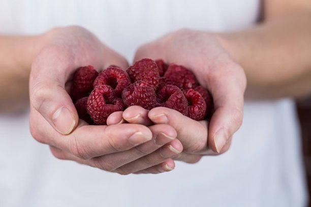 Syöpäriskin vähentämiseksi kannattaa syödä kasviksia, hedelmiä ja marjoja.