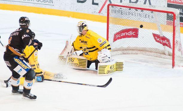Saku Mäenalanen ampui tähän tyyliin ottelun voittomaalin jatkoajalla.