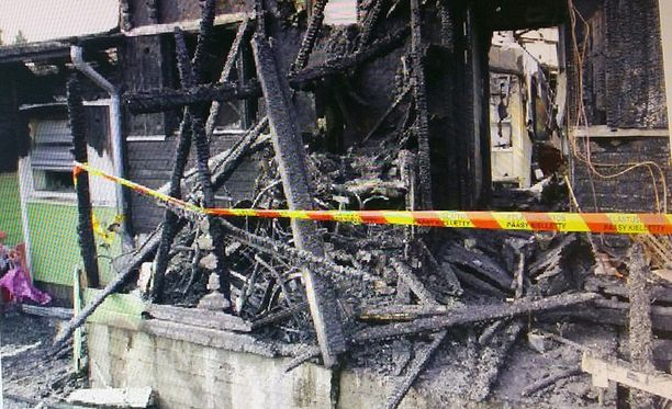 Rivitalo tuhoutui tulipalossa vuonna 2015.