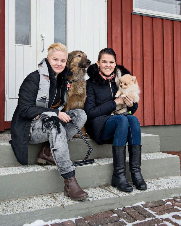 Meri Sopanen ja Saara Aalto muuttivat uuteen kotiin Järvenpäähän.