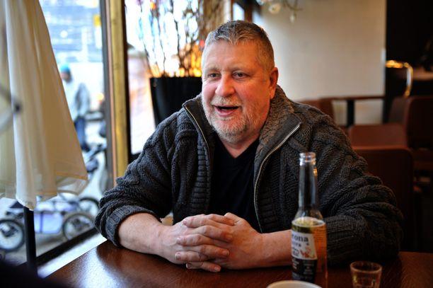 Kari Väänänen kärsii liikuntavaikeuksista.