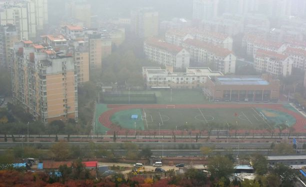 Jinanin kaupunki Kiinassa. Ilmassa leijuva savusumu näkyy selvästi.