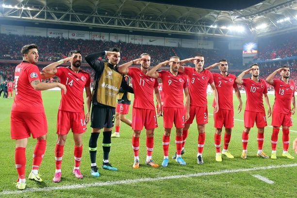 Turkin pelaajien tuuletukset saatetaan tutkia Uefa toimesta.