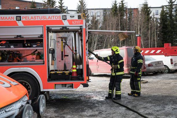 Palomiehet kohtaavat kyselyn mukaan huomattavasti enemmän häirintää asiakkailtaan kuin kollegoiltaan.