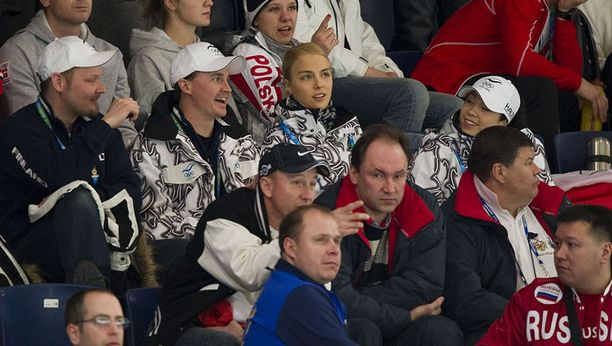 Kiira Korpi ja Laura Lepistö ottivat ensimmäisenä olympiapäivänään kisaturistin roolin.