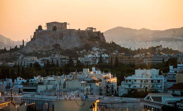 Käytännössä Kreikan lainat ja Suomen sijoitus EVM:n pääomaan ovat arvottomia, koska markkinoilla ei juuri uskota, että Kreikka selviäisi velkataakastaan kunnialla.