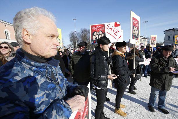 Timo Raivio on auttanut ja tukenut Loviisan alueella asuvia turvapaikanhakijoita monissa tilanteissa.