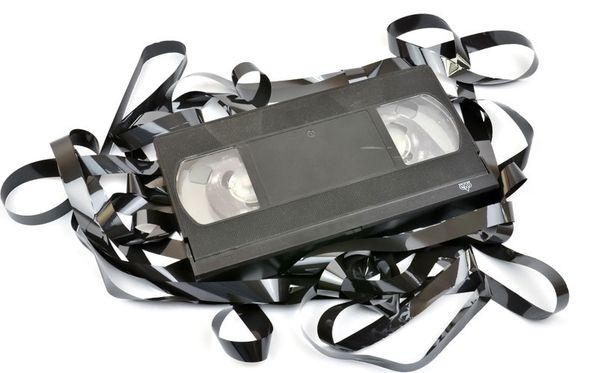 Valtavan kokoisille kaseteille tallennettiin huonolaatuista videokuvaa.