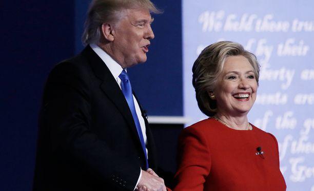 Donald Trump ja Hillary Clinton ensimmäisessä vaaliväittelyssä maanantaina.