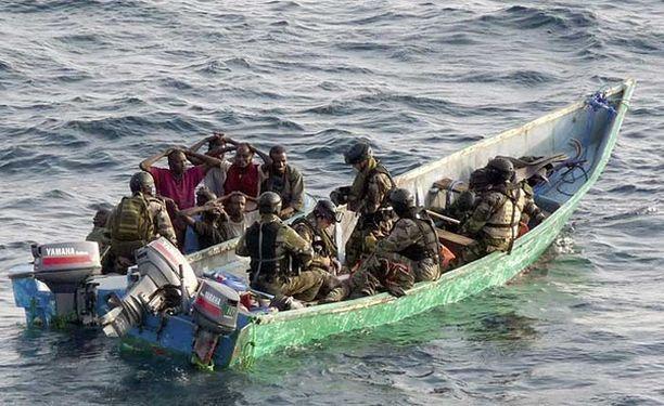 Operaatio päättyi merirosvojen pidätykseen. Kaksi heistä sai surmansa yhteenotossa.