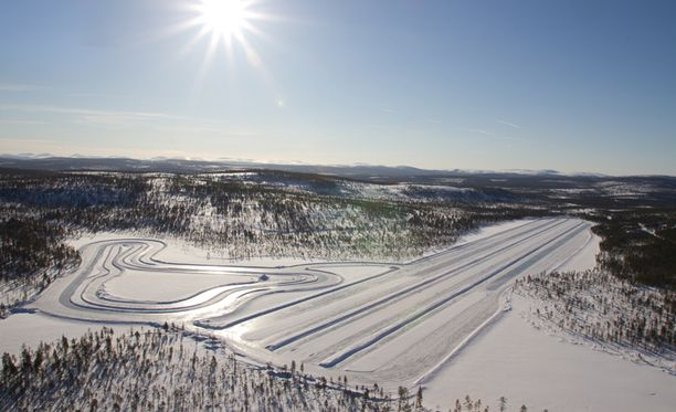 The Globe and Mail -lehden mukaan ainoa oikea paikka testata talvirenkaita on talvinen Suomi. Kuva Ivalon testiradalta.