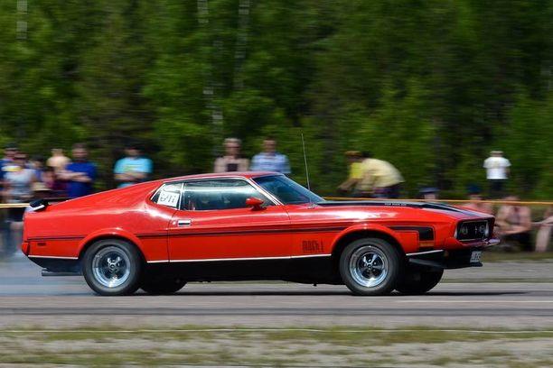 Mustang Mach 1 NNC Street Slide katuautojen kiihdytyskilpailussa 2011.