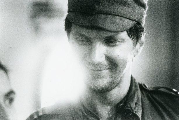 Vuonna 1985 Hietasen roolin otti haltuun koomikko Pirkka-Pekka Petelius.