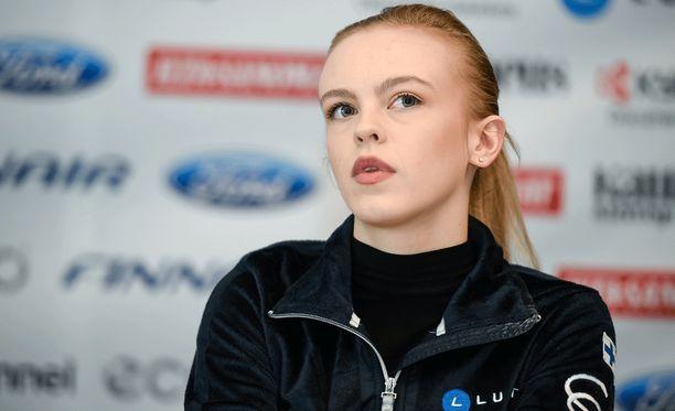 Emmi Peltonen teki aikuisten arvokisadebyyttinsä Tshekin EM-kisoissa tammikuussa. Helsingin MM-kisoissa hän on tulessa keskiviikkona.