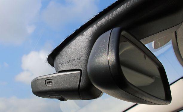Liikennettä kuvaavat kamerat yleistyvät myös autojen vakiovarusteina. Kuvassa Citroënin kamerajärjestelmä.