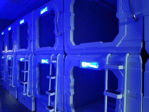 Tunnelmaa voi säädellä värillisen valaistuksen avulla.