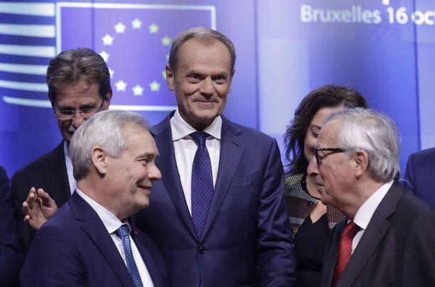 Pääministeri Antti Rinne (sd) tapasi EU:n johtoa Brysselissä. Taustalla Eurooppa-neuvoston puheenjohtaja Donald Tusk ja oikealla komission puheenjohtaja Jean-Claude Juncker.