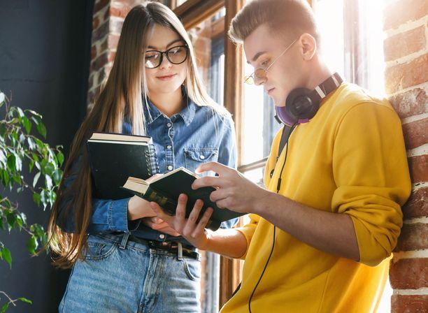 Nuorten naisten ja nuorten miesten palkkatoiveissa on selvä ero.