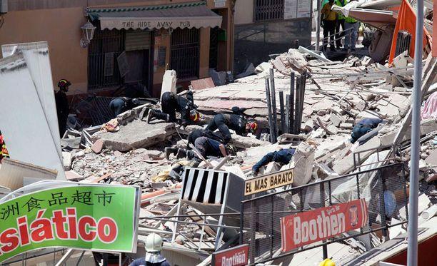 Nelikerroksinen kerrostalo romahti torstaina turistien suosimassa Los Cristianosissa.