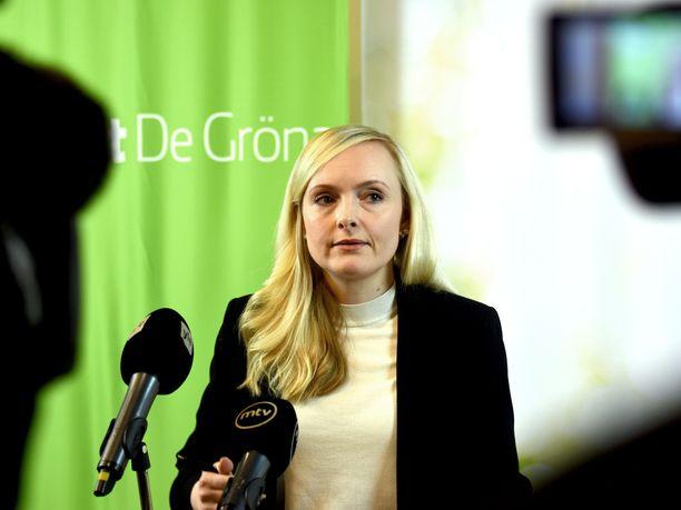 Vihreiden puheenjohtaja, sisäministeri Maria Ohisalo sai puoluevaltuuskunnan kokouksessa raikuvat aplodit, kun hän kertoi hallituksen päätöksen osoittavan Suomen kunnioittavan ihmisoikeuksia.