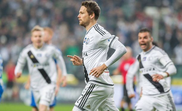 Legia Varsovan Kasper Hämäläinen upotti entisen seuransa Lech Poznanin lokakuussa ja nyt sunnuntaina.