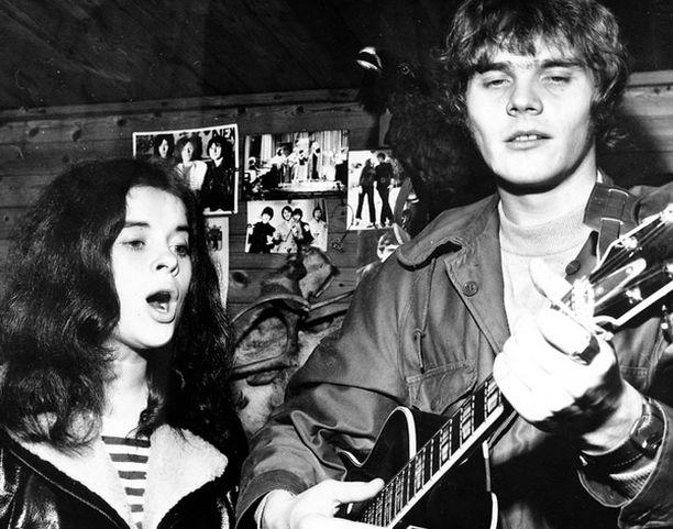 Minä ja Tommy, jonka kanssa aloitin urani laulamalla 17-vuotiaana vuonna 1968.