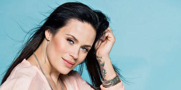 Martina Aitolehti on yhdessä Stefan Thermanin kanssa.