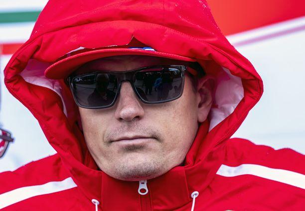 Kimi Räikkösen loppukauden panoksena on MM-sarjan kolmossijan säilyttäminen.