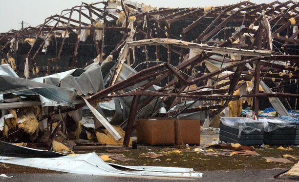 Tornado tuhosi taloja Mississippin osavaltiossa.