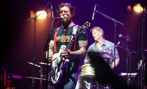 Bändin keulahahmo Jesse Hughes kertoi, että Pariisissa soittaminen uudelleen on hänelle terapiaa.